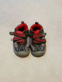 pair of black-and-red hiking sandals Châteauguay, J6J 2M7