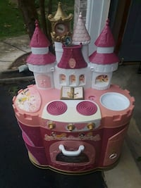 pink and white kitchen playset Woodbridge, 22193