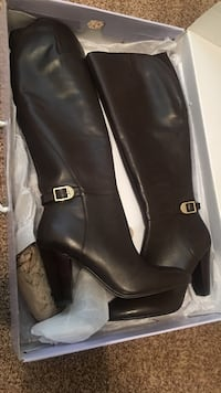 pair of black leather side-zip boots Colorado Springs, 80918