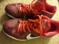 pair of red Nike basketball shoes Tucson, 85711