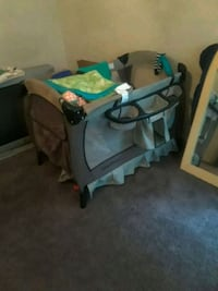 baby's gray and white travel cot 30 mi