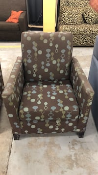 Brown accent chair  296 mi
