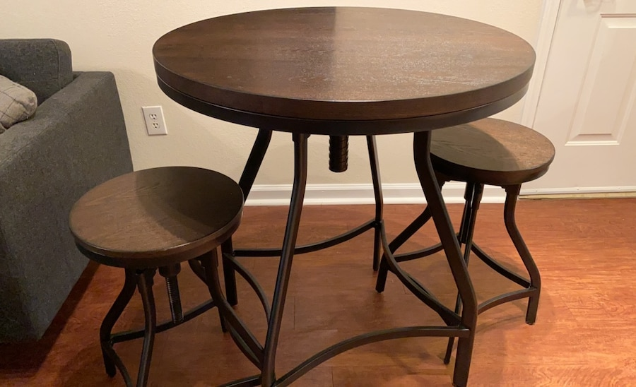 Photo Pier One Table and Two Bar Stools