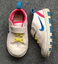 Nike Sneakers (Toddler Size 7)