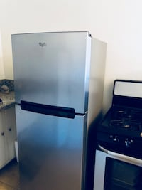 Top Freezer Whirlpool Fridgerator in GREAT condition. Los Angeles, 90006