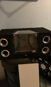 """2 12"""" subs with a box Brand: 2000 acoustics Mississauga, L5M 7T9"""
