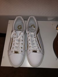 pair of white low-top sneakers Frederick, 21703