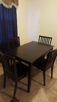 Table & Chairs 168 mi