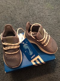 pair of brown Adidas running shoes with box New York, 11208