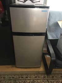 gray and black top-mount refrigerator 西雅图, 98118