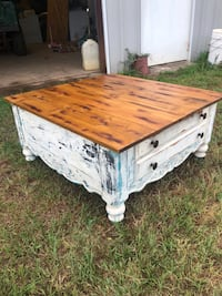 Antiqued coffee table Tyler, 75706