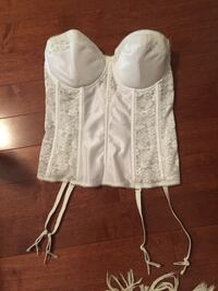 32 B corset to fit like a 32D.  Toronto, M1R 2H8