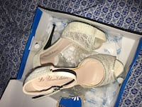 Pair of white leather open-toe sandals Fresno, 93704