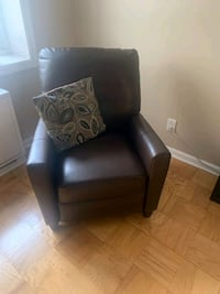 reclining leather chair  Yonkers, 10701