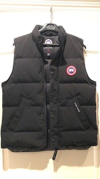 Kids Canada Goose Freestyle Vest size XLarge or 18 youth  554 km