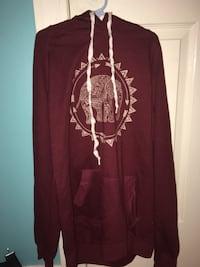 Maroon and white pullover hoodie Coquitlam, V3J 4V3