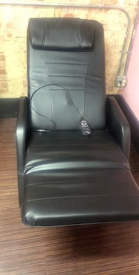 Black leather padded rolling chair Baltimore, 21239