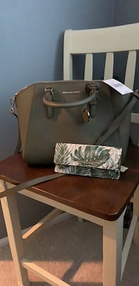 Olive leather michael kors tote bag + New floral Michael kors wallet  Palmdale, 93552
