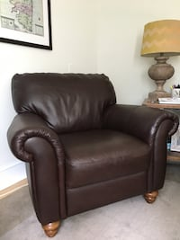 Brown Leather Arm Chair, like new Merion Station, 19066