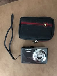 Kodak EasyShare M420 Digital Camera with case