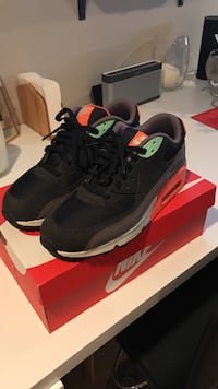 pink-and-black-grey nike air max 90 on box Oyster Bay, 11714