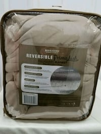 Queen size Sherpa blanket *new*