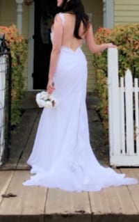 wedding gown fits small to medium size worn in photoshoot only 3135 km