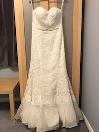 Wedding dress (and cathedral length veil) Waterdown, L9H 7N2