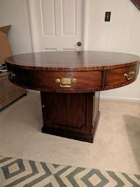 Round renters table Arlington, 22206