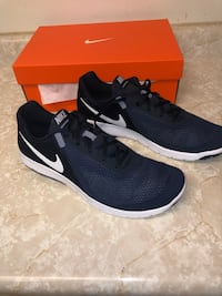 pair of black Nike running shoes with box 2374 mi