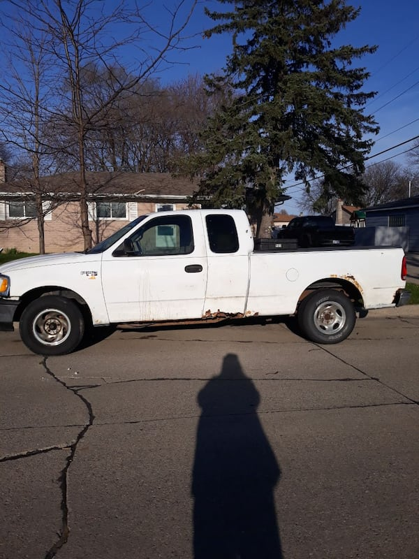 1997 Ford F150 XL short bed, stick shift.  36ce8162-3a30-4607-9fb7-52bc79990076