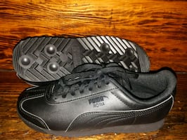 Puma Roma Shoes. Kids size 4.5 Brand New