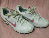 Nike air max womans size 6 Surrey, V4A 4Z7