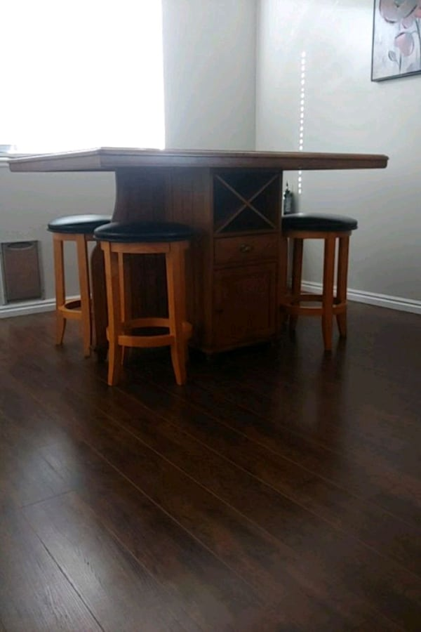 Kitchen or dining room table must sell by Sept 8 2c2c15c2-547f-48d8-9004-9f85e92d3170