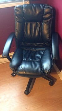 black leather office rolling armchair Lower Sackville, B4C 1H6