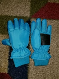 New Girls Size Medium Winter Gloves  Norwalk, 06851