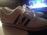 Adidas shoes size 12 Mens Windsor, N9E 4Z5