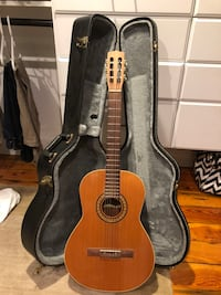 La Patrie Concert Classical Guitar (with case and foot stand) Gulf Breeze, 32563