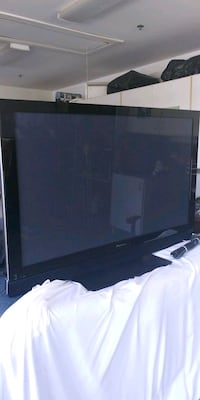 black flat screen TV with remote Fallbrook, 92028