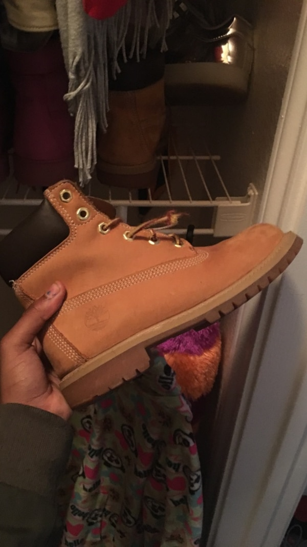 unpaired brown Timberland work boot
