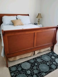 Queen size bed with mattress and box spring Gainesville, 20155