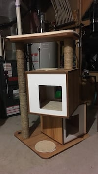 Ultimate cat house and scratching pole