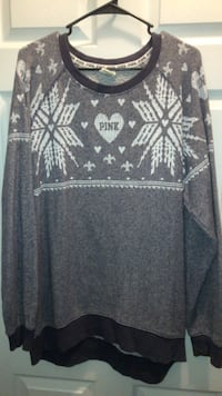 VS PINK Oversized Christmas Sweater Lexington, 40508