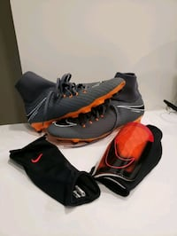 NOW $80 Nike Soccer Cleats w/shinpads  Vancouver, V5S 3C2