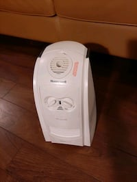 Honeywell humidifier, worms moisture  Toronto, M4P 1V5
