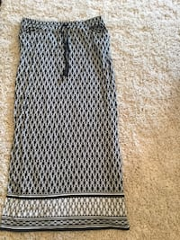 Ladies size Large Skirt (Like New ) Milton, L9T 2R1