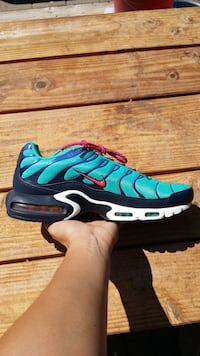 Nike Air Max Plus Discover Your Air Athletic Shoes