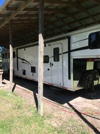 4 horse slant with living quarters. Has bunk beds. Sleeps 6 easy  Hammond, 70401