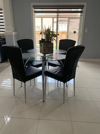 Dining table with four chairs ( pick up only)  Brampton, L6V 3Y5