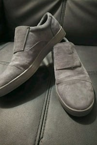 pair of gray suede slip-on shoes Frankfort, 60423